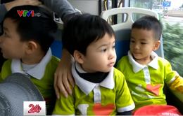 Học sinh mầm non trải nghiệm xe bus nhanh