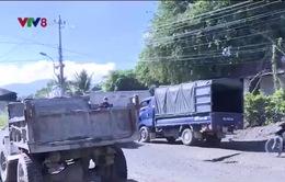 Khánh Hòa: Người dân khổ sở vì xe chở đất ngày đêm khiến đường hư hỏng