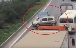 Tước bằng lái 5 tháng 3 tài xế chạy ngược chiều trên cao tốc