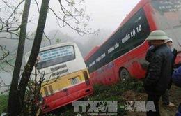 Ninh Bình: Hai xe ô tô lao xuống bờ sông, 1 người tử vong