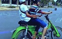 """Giật mình 2 thiếu niên Tiền Giang điều khiển xe máy """"4 không"""""""