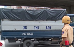 CSGT Hà Nội xử lý nhiều xe tải đội lốt xe thư báo