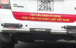 TP.HCM yêu cầu taxi Vinasun gỡ bỏ các biểu ngữ phản đối Uber, Grab