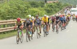 Nguyễn Cường Khang giành thêm áo xanh tại chặng 2 giải đua xe đạp về Trường Sơn 2017