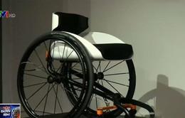 Xe lăn không cần dùng tay dành cho người khuyết tật