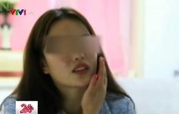Cô gái mù một bên mắt sau phẫu thuật thẩm mỹ