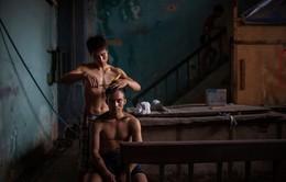 3 năm thực hiện 1 bộ ảnh, người đàn ông Uruguay lột tả chân thực đến tái tê cuộc sống của nghệ sĩ xiếc Việt Nam