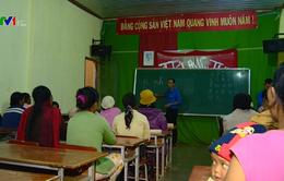Lớp học xóa mù chữ ban đêm cho phụ nữ dân tộc