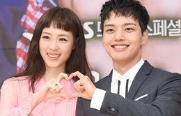 """""""Bình hoa di động"""" Lee Yeon Hee thích thú kết đôi với trai trẻ"""