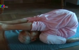 Cụ bà 98 tuổi khỏe mạnh nhờ tập yoga