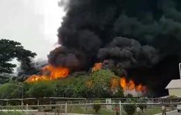 Cháy nhà máy lốp xe ở Philippines, hơn 900 công nhân phải sơ tán