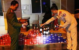 Phát hiện xe chở 360 chai rượu lậu