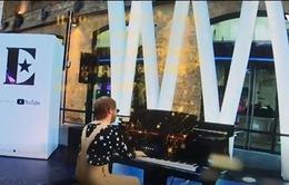 Sử dụng công nghệ VR để tham dự buổi biễu diễn của Elton John
