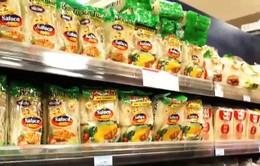Hàng Việt vào siêu thị nước ngoài phần lớn qua khâu trung gian