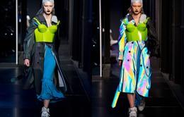 Dàn mẫu của Maison Margiela gây ấn tượng với thiết kế phát sáng dưới đèn flash
