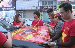 Các tài xế trang trí xe ủng hộ U23 Việt Nam