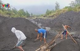 Philippines: Người dân khu vực nguy hiểm vẫn làm việc bất chấp cảnh báo núi lửa