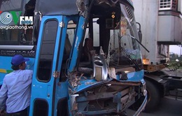 Xe chở công nhân gặp nạn trên Quốc lộ 1, nhiều người hoảng loạn