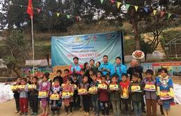 Tết đến sớm với các em học sinh dân tộc Mông