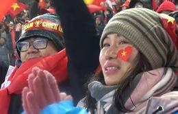 Hình ảnh đẹp CĐV Việt Nam trong mưa tuyết