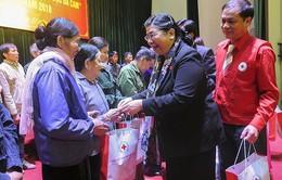 Phó Chủ tịch Quốc hội Tòng Thị Phóng tặng quà Tết cho vùng đồng bào dân tộc