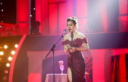 """Phương Trinh Jolie diện váy xẻ cao đầy quyến rũ hát """"Tình đời"""""""
