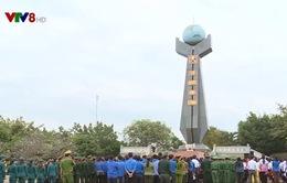 Quân đội Hoàng gia Campuchia dâng hương tại Nghĩa trang liệt sĩ huyện Đức Cơ