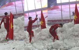 Duy Mạnh lý giải hành động cắm lá cờ Tổ quốc sau trận chung kết