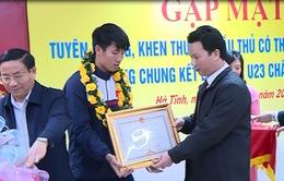 Người hâm mộ Hà Tĩnh chào đón trung vệ U23 Bùi Tiến Dũng