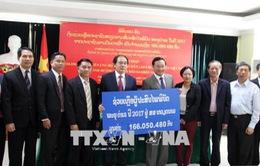 Người dân Lào quyên góp giúp Việt Nam khắc phục hậu quả thiên tai