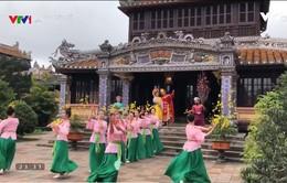 Đào, mai tương ngộ - Từ câu chuyện lịch sử về vua Quang Trung đến hình ảnh mùa Xuân thống nhất Bắc, Nam