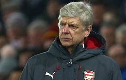 HLV Wenger phẫn nộ với hàng thủ Arsenal sau trận thua ngược Swansea