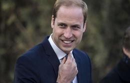 Hoàng tử William đá bóng cùng thanh niên ở Kenya