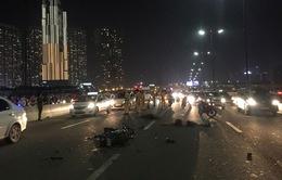 Nguy hiểm rình rập khi chạy xe máy sai làn đường