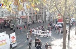 Biểu tình đòi cải cách chính sách xã hội tại Pháp