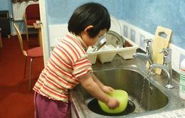 Bắt trẻ làm việc nhà quá sức, bố mẹ bị phạt tiền: Nhiều ý kiến trái chiều