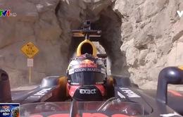 Phóng xe đua F1 ngắm cảnh tại California (Mỹ)