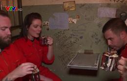 Độc đáo quán bar mang phong cách nhà tù ở Anh