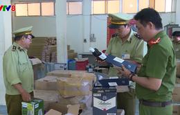 Phú Yên tạm giữ lượng lớn rượu ngoại, mỹ phẩm, thực phẩm không rõ nguồn gốc