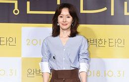 Người đẹp Kim Ji Soo bị chỉ trích uống rượu say khi đến phỏng vấn