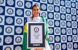 Cô gái Brazil ghi danh kỷ lục mới về lướt sóng của phụ nữ
