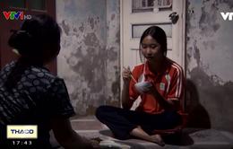 """""""Bà bụt"""" giữa lòng Hà Nội, 14 năm cưu mang con gái của người lạ"""