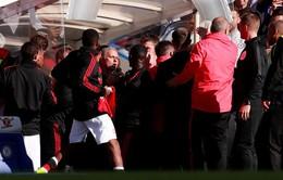 Trợ lý HLV Sarri mất đống tiền vì trêu ngươi Mourinho