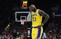 Lebron James ra mắt thất bại trong màu áo Lakers