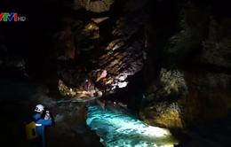 Phát hiện hang động khổng lồ ở Trung Quốc