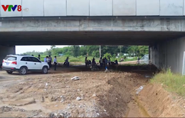 Cầu trên cao tốc ngàn tỉ Đà Nẵng - Quảng Ngãi bị thấm dột