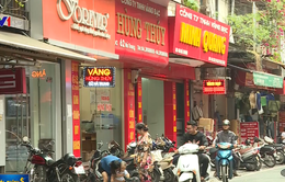 Nhiều người vẫn có thói quen mua bán ngoại tệ tại các tiệm kim hoàn