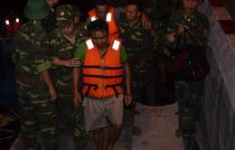 Cứu 7 thuyền viên gặp nạn trên vùng biển Cát Bà