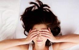 Vì sao không nên dùng gối khi ngủ?