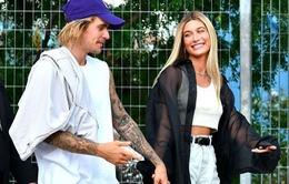 Justin Bieber tạm hoãn sự nghiệp để dành thời gian cho hôn thê